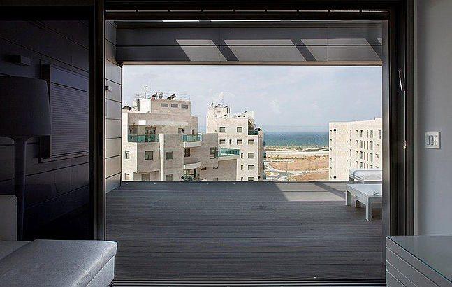 דק סינטטי בפנטהאוז בתל אביב