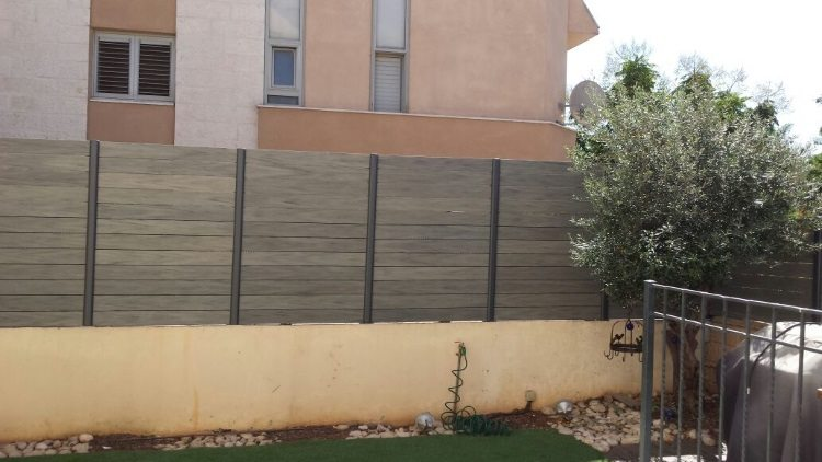 גדר מדק סינטטי דקורטיבית