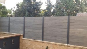גדר עץ דקורטיבית - גדר מדק סינטטי