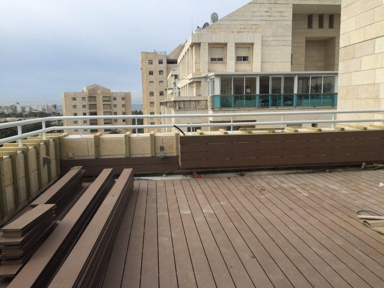 חיפוי דק סינטטי למרפסת פנטהאוז