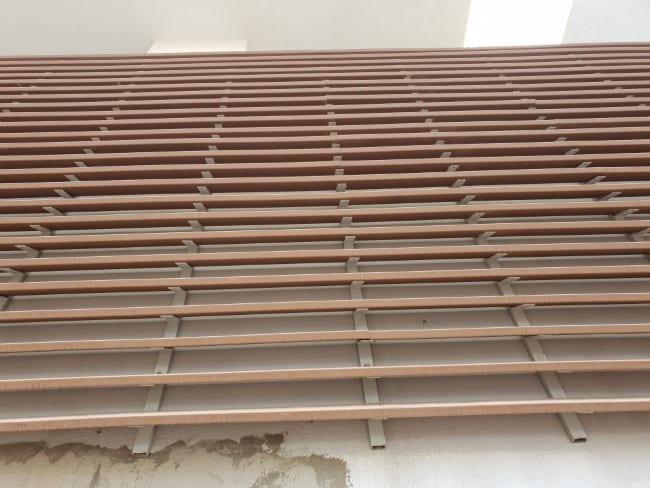 חיפוי קיר בעזרת לוחות עץ